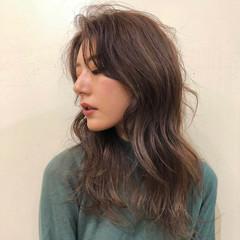 ストリート かきあげバング セミロング アッシュブラウン ヘアスタイルや髪型の写真・画像