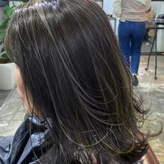 アッシュグレージュ ハイライト ミディアム グレージュ ヘアスタイルや髪型の写真・画像