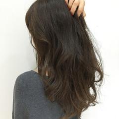 ロング 暗髪 ナチュラル アッシュ ヘアスタイルや髪型の写真・画像