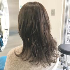 ヌーディベージュ ゆるふわ アンニュイ フェミニン ヘアスタイルや髪型の写真・画像