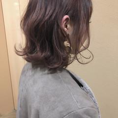 フェミニン ミディアム ピンク ヘアスタイルや髪型の写真・画像