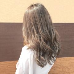 外国人風カラー エレガント アッシュ ブリーチなし ヘアスタイルや髪型の写真・画像