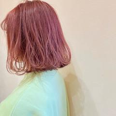 ボブ ピンク 切りっぱなしボブ ショートボブ ヘアスタイルや髪型の写真・画像