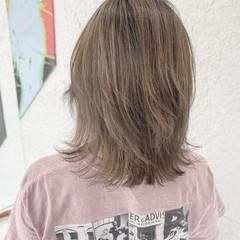 ウルフカット セミロング バレイヤージュ ナチュラル ヘアスタイルや髪型の写真・画像