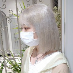 エレガント ホワイトシルバー ブリーチカラー ハイトーンカラー ヘアスタイルや髪型の写真・画像
