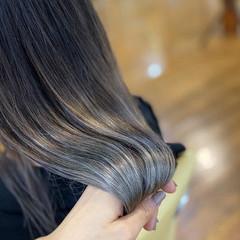 グレージュ 透明感カラー ホワイトグレージュ ブリーチカラー ヘアスタイルや髪型の写真・画像