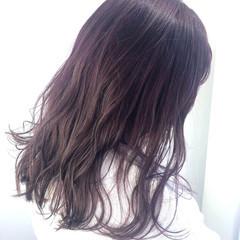 フェミニン ロング ラベンダーグレージュ ラベンダーアッシュ ヘアスタイルや髪型の写真・画像