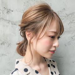 ミルクティーベージュ フェミニン 簡単ヘアアレンジ ミディアム ヘアスタイルや髪型の写真・画像