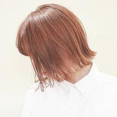 フェミニン ボブ ブリーチ ブラントカット ヘアスタイルや髪型の写真・画像