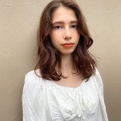 ミディアム ベージュカラー ゆるふわパーマ アッシュベージュ ヘアスタイルや髪型の写真・画像