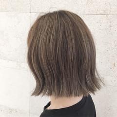 ハイライト ナチュラル ミディアム アッシュ ヘアスタイルや髪型の写真・画像