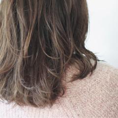 パーマ アッシュグレージュ ナチュラル ロング ヘアスタイルや髪型の写真・画像