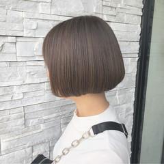 グレージュ 透明感カラー ボブ ハイライト ヘアスタイルや髪型の写真・画像