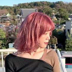 お洒落 ミディアム ベリーピンク ハイトーンカラー ヘアスタイルや髪型の写真・画像