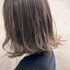 グレージュ ナチュラル 抜け感 ハイライト ヘアスタイルや髪型の写真・画像
