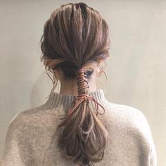 ベージュカラー ナチュラル セミロング 紐アレンジ ヘアスタイルや髪型の写真・画像
