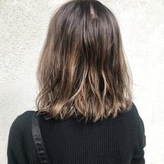 ブリーチカラー バレイヤージュ ミディアム ストリート ヘアスタイルや髪型の写真・画像