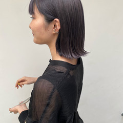 アッシュバイオレット 切りっぱなしボブ バイオレットアッシュ ミディアム ヘアスタイルや髪型の写真・画像
