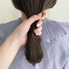ナチュラル オリーブベージュ ミディアム ブリーチなし ヘアスタイルや髪型の写真・画像