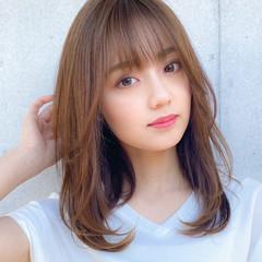 レイヤー ミディアムレイヤー 小顔 コンサバ ヘアスタイルや髪型の写真・画像