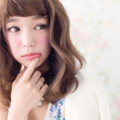 前髪あり フェミニン ミディアム オン眉 ヘアスタイルや髪型の写真・画像