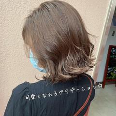 ミディアム 外ハネ イルミナカラー ナチュラル ヘアスタイルや髪型の写真・画像