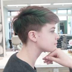 マニッシュ ストリート ベース型 刈り上げ ヘアスタイルや髪型の写真・画像