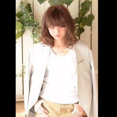 フェミニン ミディアム ハイライト 大人かわいい ヘアスタイルや髪型の写真・画像