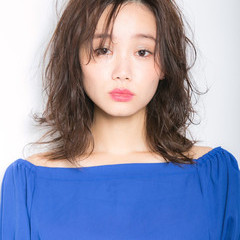 ミディアムレイヤー 大人可愛い 可愛い ナチュラル可愛い ヘアスタイルや髪型の写真・画像