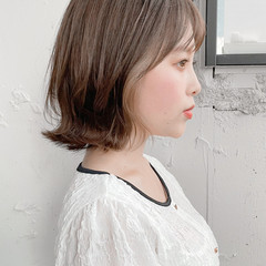 小顔 外ハネボブ インナーカラー ナチュラル ヘアスタイルや髪型の写真・画像