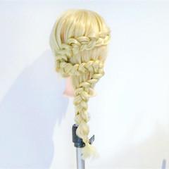 大人かわいい 外国人風 編み込み 上品 ヘアスタイルや髪型の写真・画像