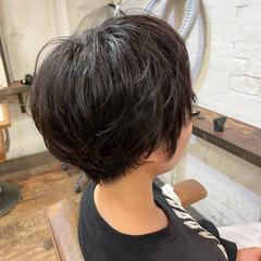 小顔ショート ショートヘア ナチュラル ゆるふわパーマ ヘアスタイルや髪型の写真・画像