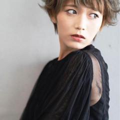 外ハネ ショート レイヤーカット ナチュラル ヘアスタイルや髪型の写真・画像