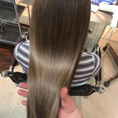 グレージュ グレー モード ロング ヘアスタイルや髪型の写真・画像