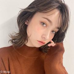 ウルフカット アンニュイほつれヘア ミディアム ハイライト ヘアスタイルや髪型の写真・画像