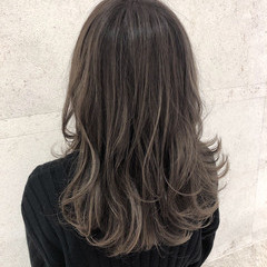ハイライト 外国人風カラー グレージュ セミロング ヘアスタイルや髪型の写真・画像