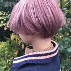 ショート ガーリー ショートボブ ピンクベージュ ヘアスタイルや髪型の写真・画像