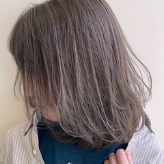 フェミニン ミディアム ダブルカラー グレージュ ヘアスタイルや髪型の写真・画像