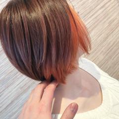 オレンジ ショート インナーカラー フェミニン ヘアスタイルや髪型の写真・画像