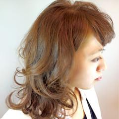 ハイトーン ゆるふわ アッシュ 大人かわいい ヘアスタイルや髪型の写真・画像