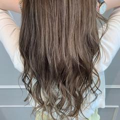 コンサバ ハイライト ロング アッシュベージュ ヘアスタイルや髪型の写真・画像