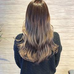 フェミニン バレイヤージュ イルミナカラー ブリーチ ヘアスタイルや髪型の写真・画像