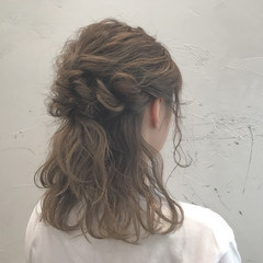 フェミニン 波ウェーブ 結婚式 二次会 ヘアスタイルや髪型の写真・画像