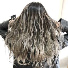 ホワイトカラー ホワイトブリーチ フェミニン ロング ヘアスタイルや髪型の写真・画像