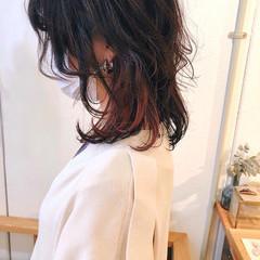 ミディアム レイヤーカット インナーカラー ウルフカット ヘアスタイルや髪型の写真・画像