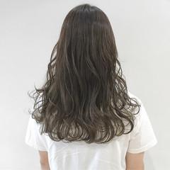 グレージュ ロング アッシュグレー オリーブアッシュ ヘアスタイルや髪型の写真・画像
