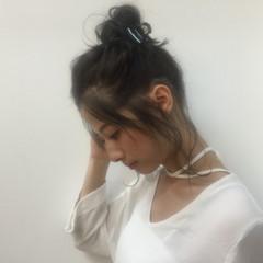 アッシュ お団子 ミディアム 暗髪 ヘアスタイルや髪型の写真・画像