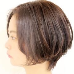 耳かけ 似合わせ ショート ナチュラル ヘアスタイルや髪型の写真・画像