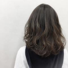 フェミニン アッシュベージュ ナチュラル 大人かわいい ヘアスタイルや髪型の写真・画像