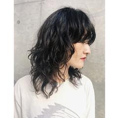 ウェーブ モード ニュアンス レイヤーカット ヘアスタイルや髪型の写真・画像